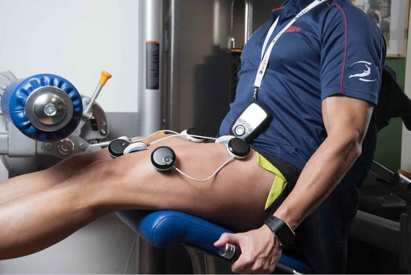 entrenado cuadriceps con electroestimulacion en neokinesis
